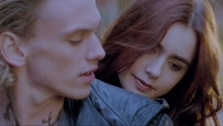 Jace Wayland (Jamie Campbell Bower) and Clary Fray (Lily Collins)