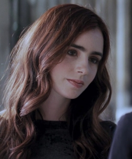 Clary Fray (Lily Collins)