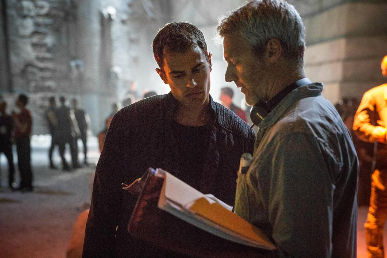 http://fandomnetnews.files.wordpress.com/2014/03/divergentstill1.jpg