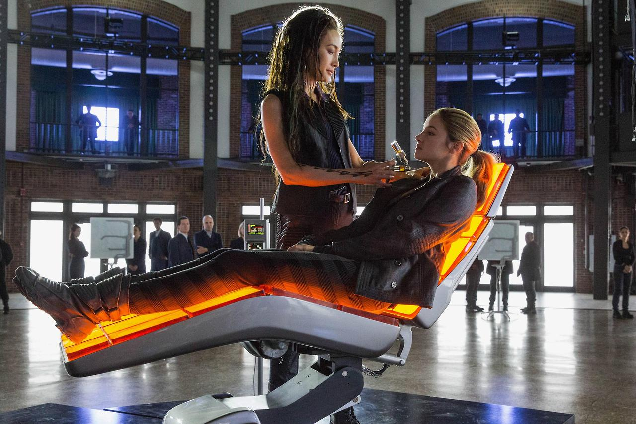 http://fandomnetnews.files.wordpress.com/2014/03/divergentstill13.jpg
