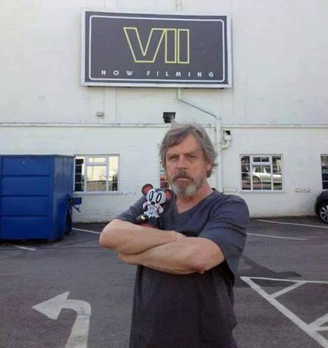 mark-hammills-star-wars-episode-vii-set-teaser-photo